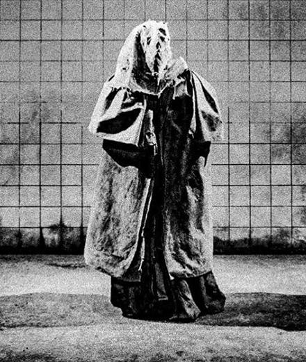 """""""Elephant Man"""" : Béatrice Dalle dévoile les premières images de la pièce"""