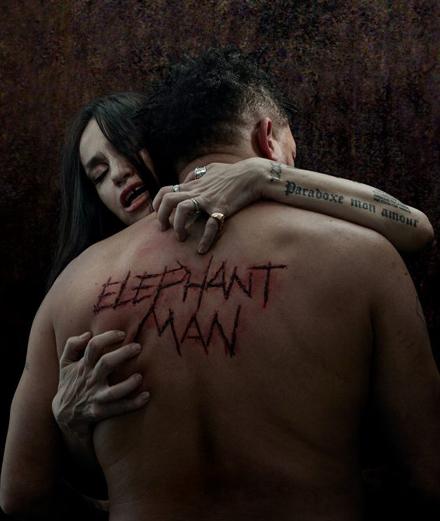 """Mondino signe l'affiche d'""""Elephant Man"""" avec Joeystarr et Béatrice Dalle"""