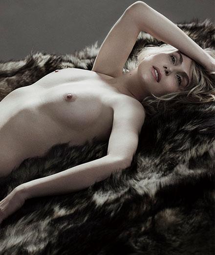 Offrez-vous le portrait d'Emmanuelle Seigner par Mondino