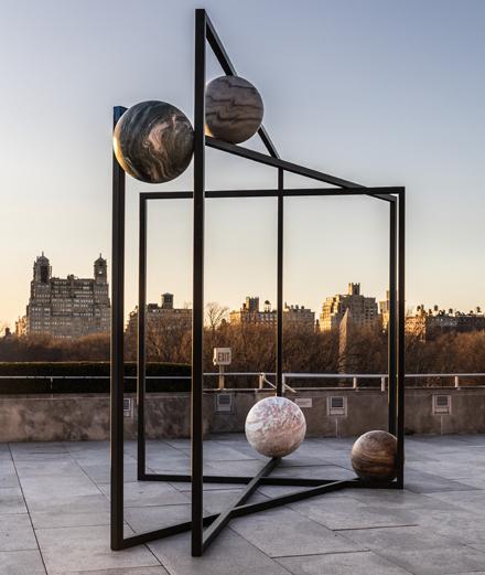 Alicja Kwade, l'artiste qui jongle avec les planètes