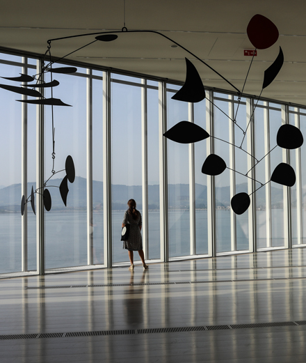 Les œuvres d'Alexander Calder, entre ciel et mer