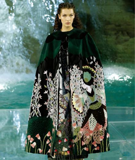 """Le défilé """"Legends and Fairy Tales"""" du 90e anniversaire de Fendi à Rome"""