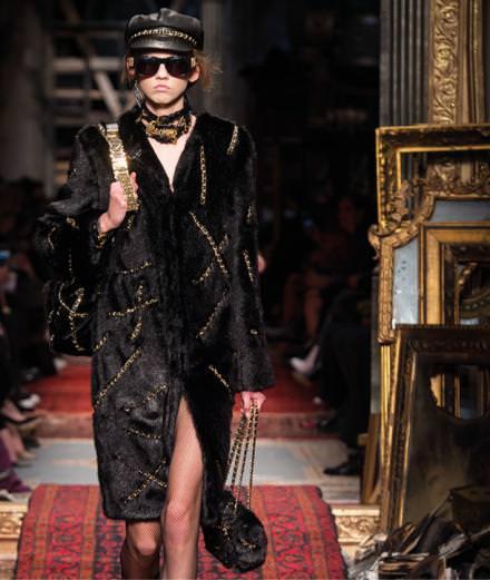 Moschino fall-winter 2016-2017 runway show
