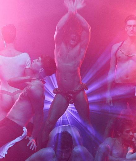 Pour son come-back tonitruant, Fischerspooner nous convie au sauna gay