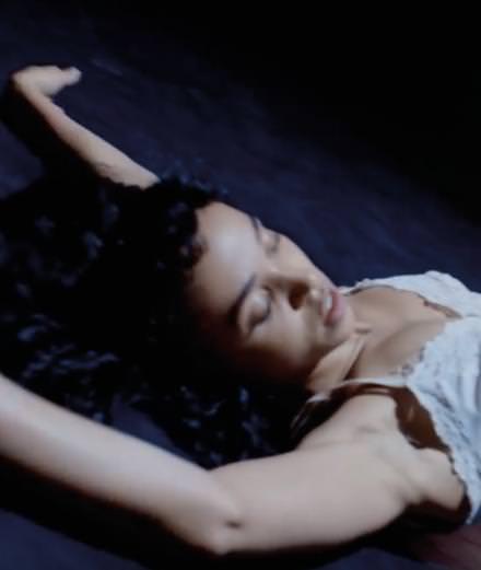 """FKA Twigs sort des sentiers battus avec son moyen-métrage """"Soundtrack 7"""""""