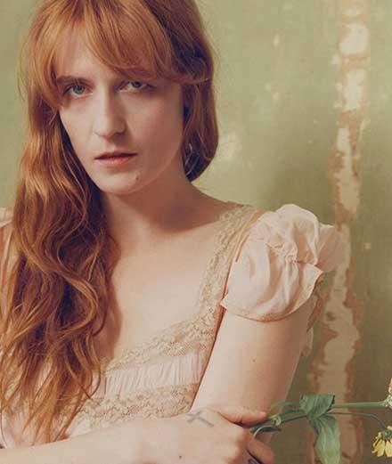 """Florence + the Machine prêche l'amour dans son nouveau clip """"Hunger"""""""