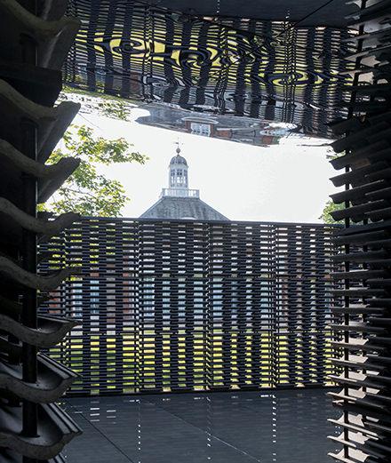 À quoi ressemble le nouveau pavillon estival de la Serpentine Gallery imaginé par Frida Escobedo ?