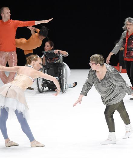 La danse de Jérôme Bel, entre générosité et pertinence