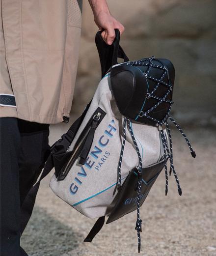 Givenchy dévoile de nouveaux sacs pour le voyageur de demain