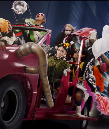 """Kill V . Maim"", the new furious music video by Grimes"