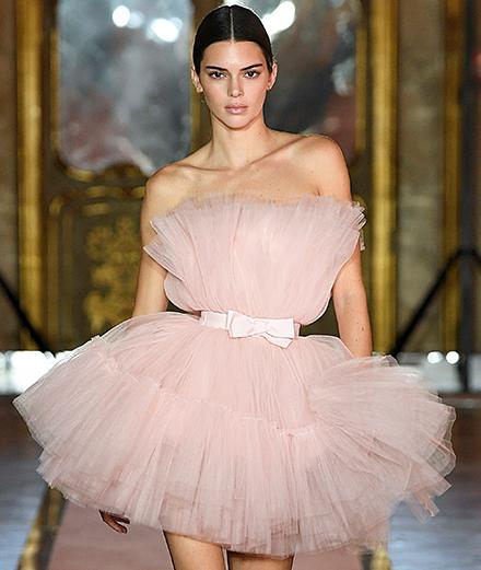 Kendall Jenner ouvre le défilé Giambattista Valli x H&M à Rome