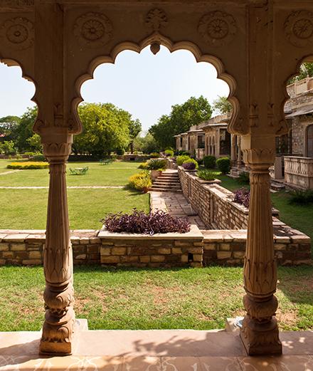 Voyage au cœur des temples somptueux de l'Inde avec l'hôtel Deo Bagh