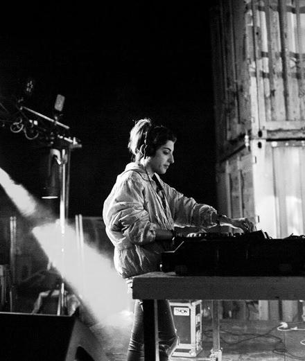 """""""Le public a besoin de se défouler et d'écouter de la musique plus brutale et plus sombre"""" Rencontre avec EKLPX, une DJ au son brut et radical"""