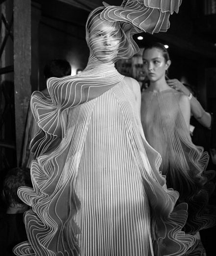 Backstage: Iris van Herpen couture Fall-Winter 2018-2019 fashion show seen by Mehdi Mendas