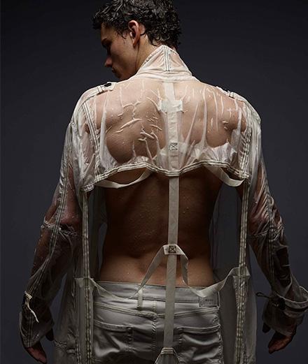 Offrez-vous le portrait de Simon Nessman par Mondino