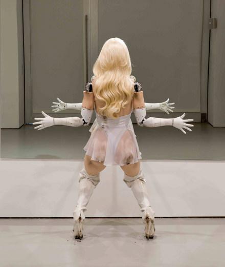 À quoi ressemblent les inquiétantes créatures robotiques de Jordan Wolfson ?