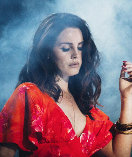 "Lana Del Rey, rough seas and butterflies in her new video for ""Mariners Apartment Complex"""