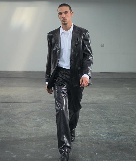 Le jour où Helmut Lang a présenté le tout premier défilé de mode en ligne