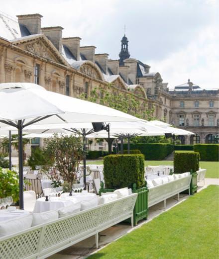 Loulou, le nouveau restaurant très prisé des Arts déco, dévoile sa terrasse en plein Louvre