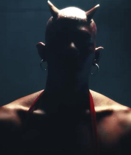 Yves Tumor en pleine descente aux enfers dans son nouveau clip