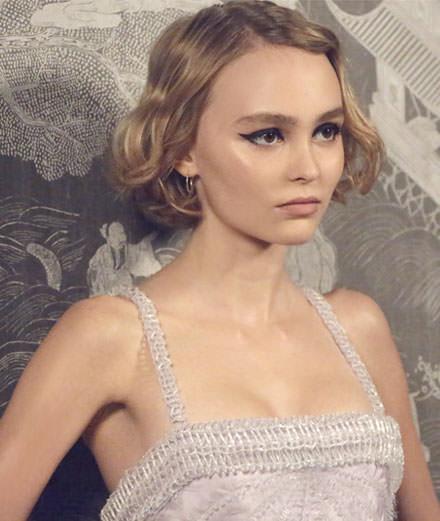 Lily-Rose Depp, égérie du nouveau parfum Chanel N° 5 L'Eau