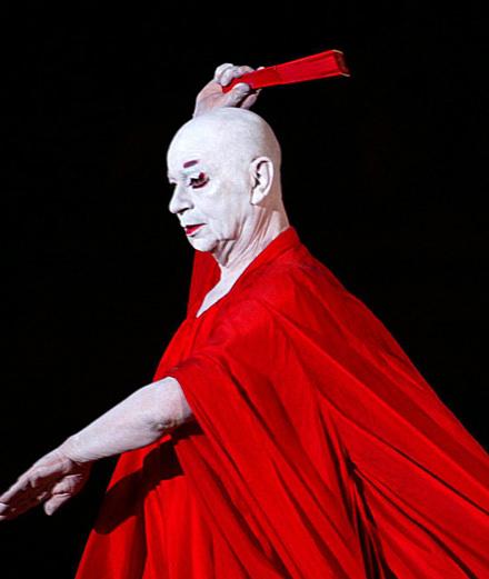 Qui était Lindsay Kemp, le danseur-mime mentor de David Bowie et Kate Bush ?