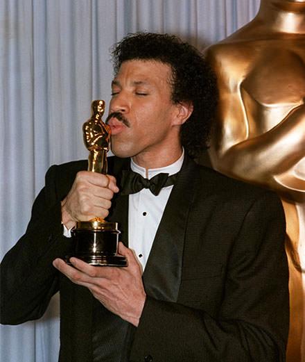 9 chanteurs qui ont remporté un Oscar