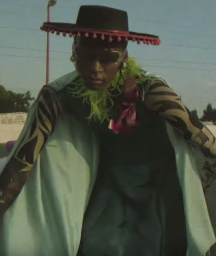 """Le groupe Little Dragon dévoile le clip langoureux """"Strobe Light"""" réalisé par Kristin-Lee Moolman"""