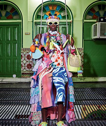Loewe célèbre l'énergie d'Ibiza avec une collection haute en couleurs