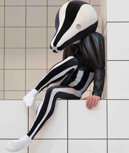 L'étrange carnaval de Loewe et Anthea Hamilton à la Tate Britain de Londres