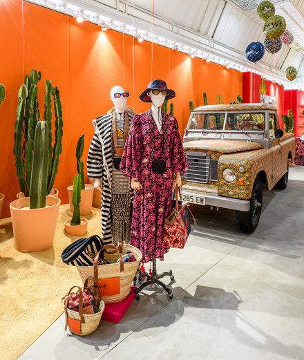 Loewe x Paula's Ibiza : la collaboration gypset arrive au Bon Marché
