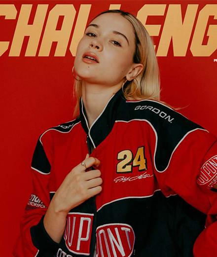 """Lolo Zouaï dévoile """"Challenge"""", un an après le tournage du clip"""