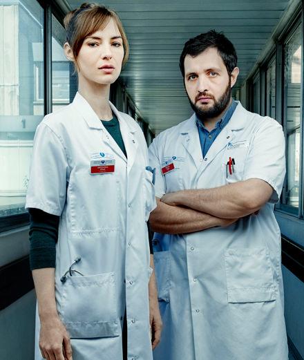 """Rencontre avec Louise Bourgoin et Karim Leklou, médecins surbookés de la série """"Hippocrate"""""""