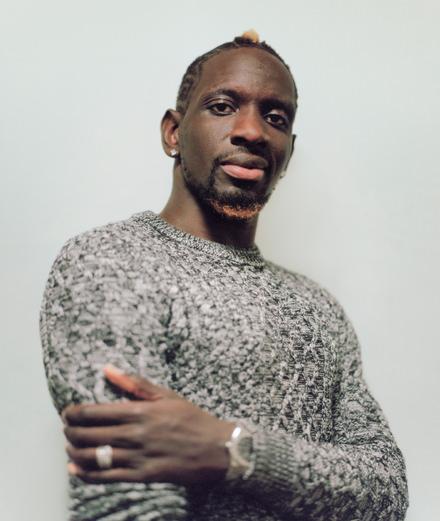 Le footballeur Mamadou Sakho organise une vente d'objets fétiches du sport de la mode et du cinéma