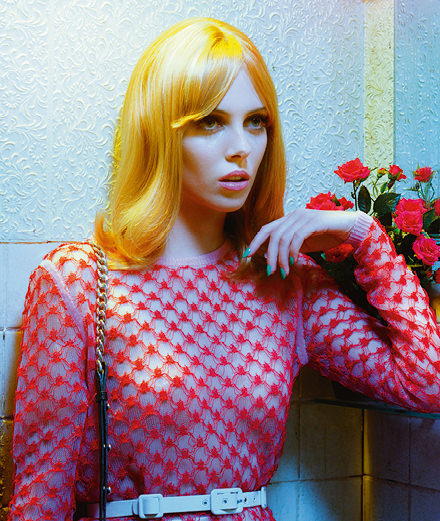 """Pink light district"" par Miles Aldridge avec Matilda Dods"
