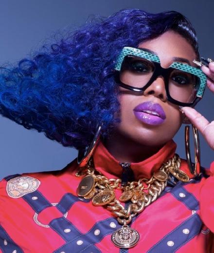 "Missy Elliott en œuvre d'art dans ""Cool Off"""