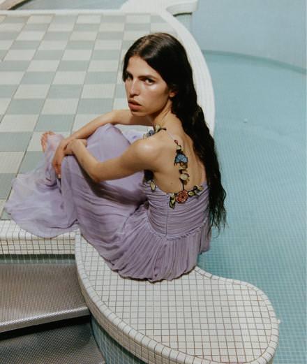 Exclusif : la série mode réalisée par l'artiste Hilary Lloyd et la photographe Amanda Charchian