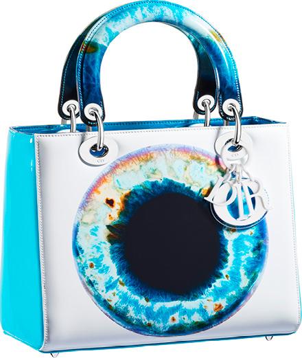 Dior présente une collaboration en édition limitée avec l'artiste Marc Quinn