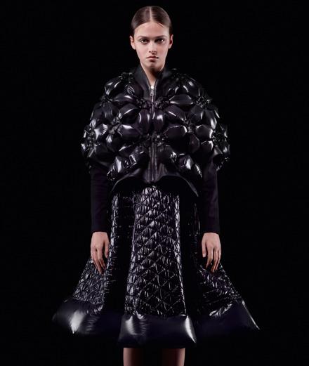 Moncler dévoile la collection conçue par Noir Kei Ninomiya de son projet Moncler Genius