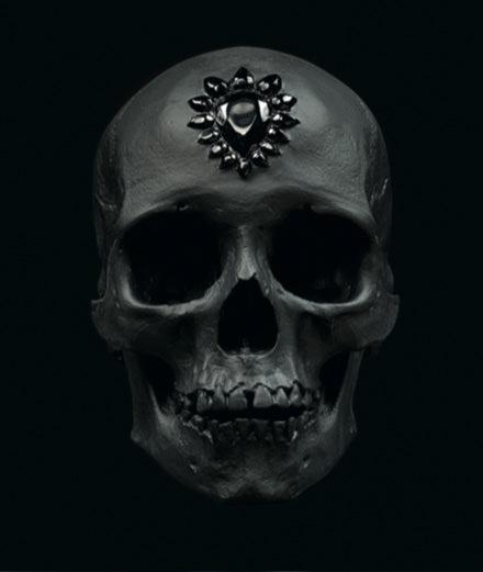 """L'objet du jour : le crâne de cristal """"Eternal Sleep"""" de Damien Hirst"""
