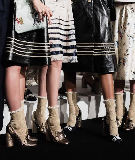 Vu à New York… Les chaussures se couvrent de métal et de nuances or