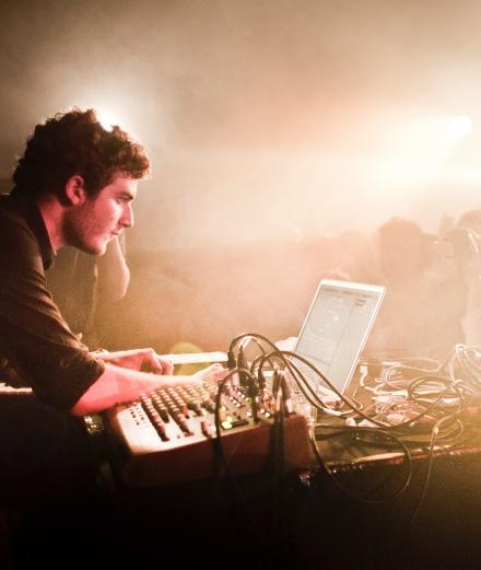 Nicolás Jaar va sortir un troisième album cette année
