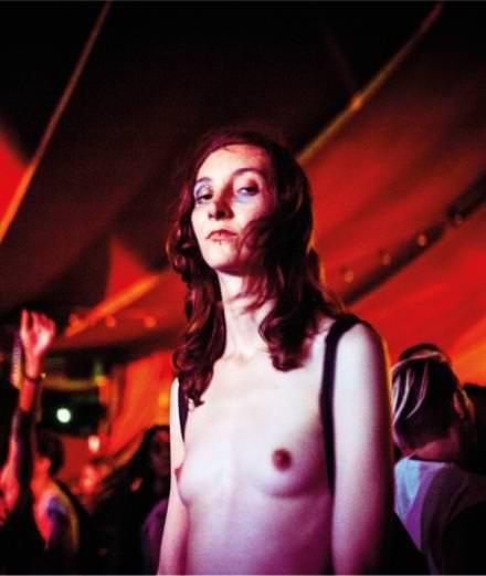"""""""Nightclubbing"""" au Point Ephémère : la fureur des nuits s'expose à Paris"""