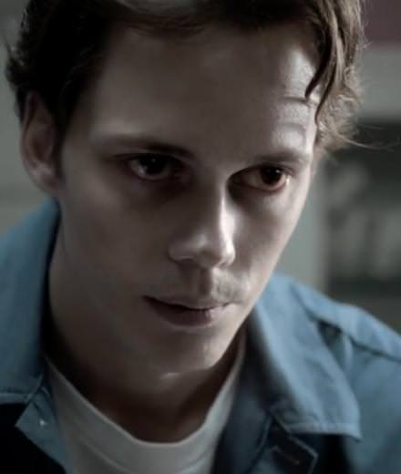 Bill Skarsgård is terrifyingly good in Castle Rock, the new series by Stephen King and J. J. Abrams