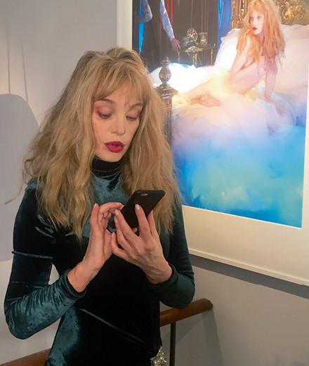 SMS hautement confidentiels avec Arielle Dombasle