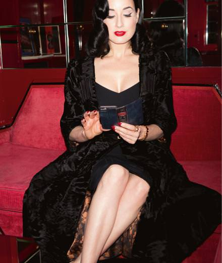 Numéro masqué: SMS hautement confidentiels avec la star du burlesque Dita Von Teese