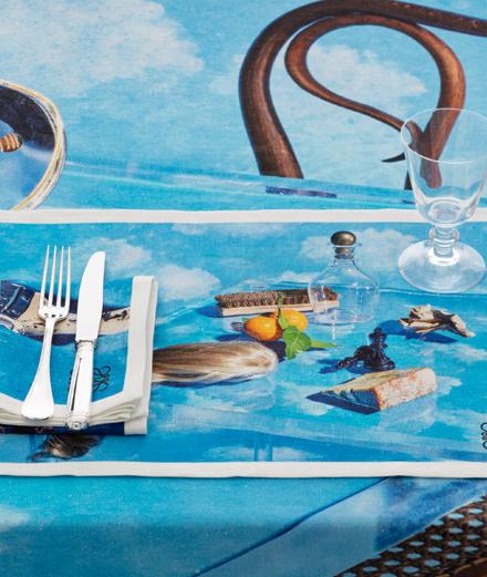 Objet du jour : le set de table Loewe x Steven Meisel