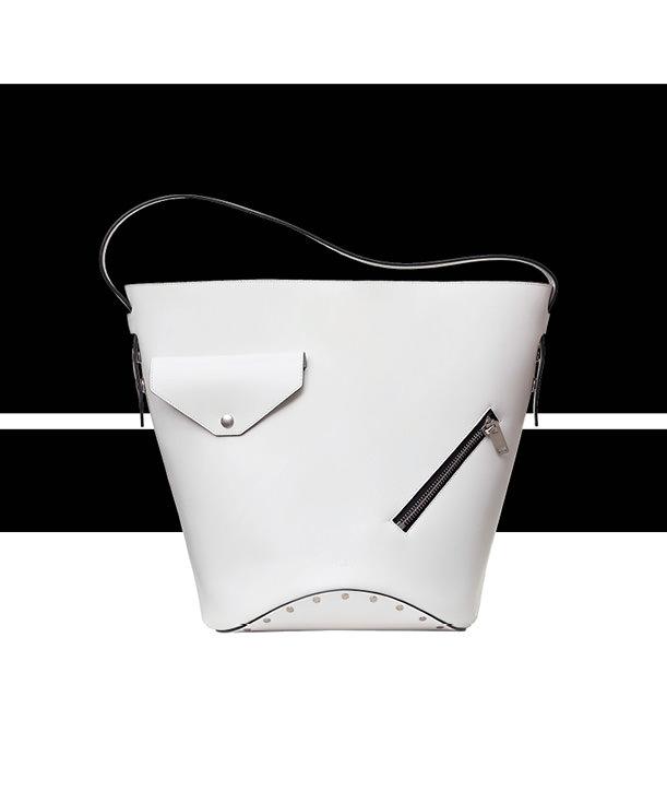 """L'objet fétiche: le sac """"Seau Biker"""" de Céline"""