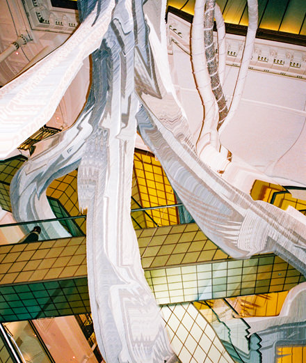 L'œuvre monumentale de Joana Vasconcelos au Bon Marché réinterprétée par Numéro art