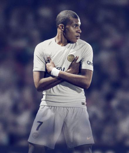 Le maillot du Paris Saint-Germain, nouvel emblème de style ?